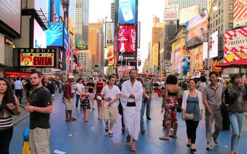 和服 ニューヨーク タイムズスクエア
