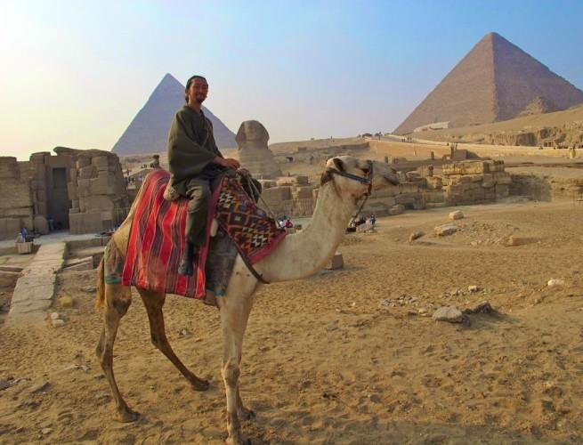 和服 ギザ ピラミッド